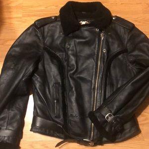 Leather Harley Davidson woman size Medium!!!!